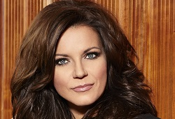 MARTINA MCBRIDE: The Joy of Christmas