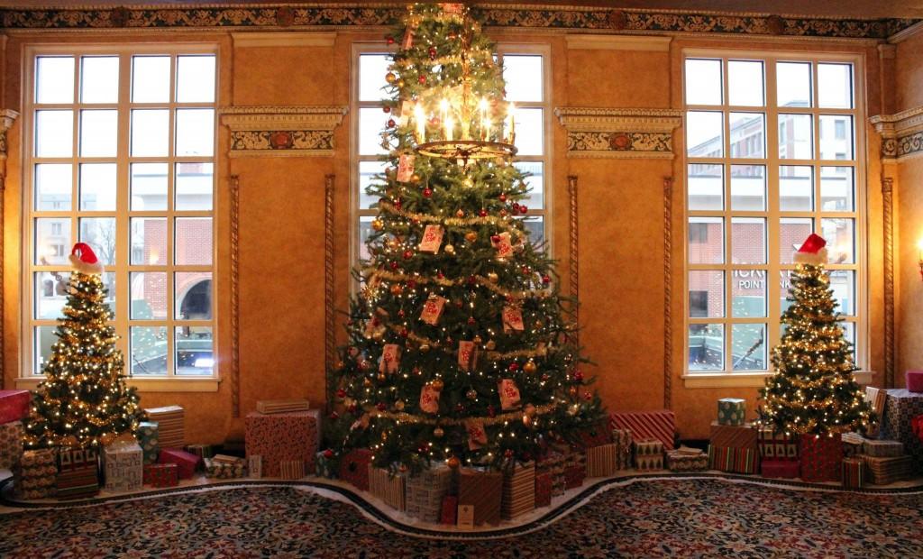 Holiday Decor at Virginia Theatre